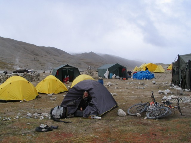 53 Attente au camp de base du Cho Oyu.jpg